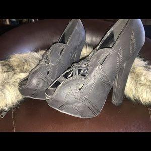 Shoe dazzle heels size 6